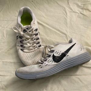 white nike shoes lunarglide